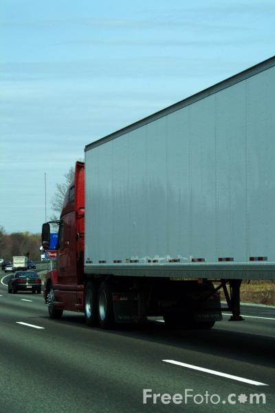 Picture of 18 wheeler tractor trailer rig - Free Pictures - FreeFoto.com