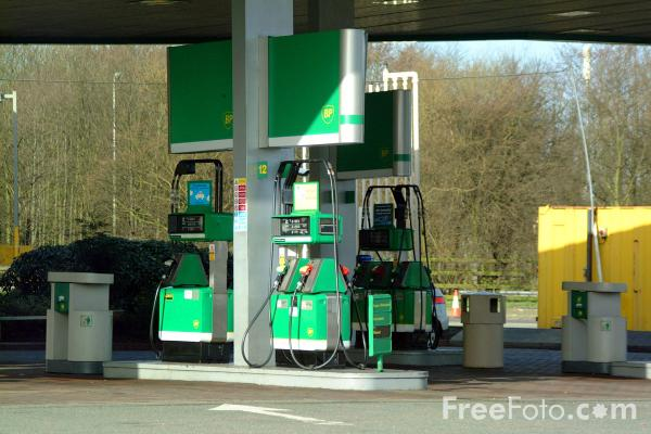 Picture of BP Petrol Station - Free Pictures - FreeFoto.com