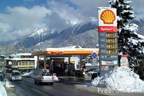 Picture of Shell Petrol Station, Austria - Free Pictures - FreeFoto.com