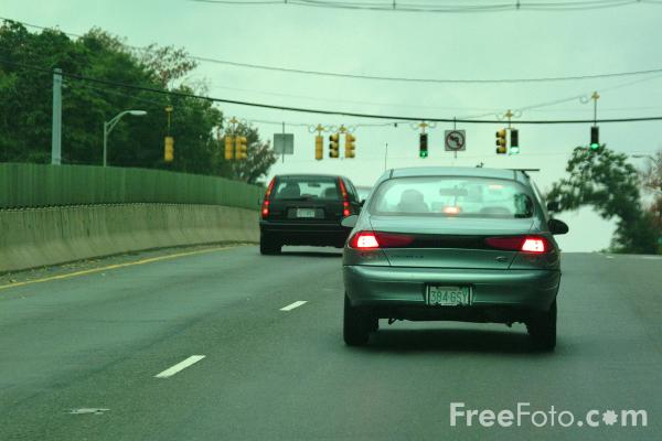 Picture of Automobiles on a Dual-carriageway road in Massachusetts - Free Pictures - FreeFoto.com