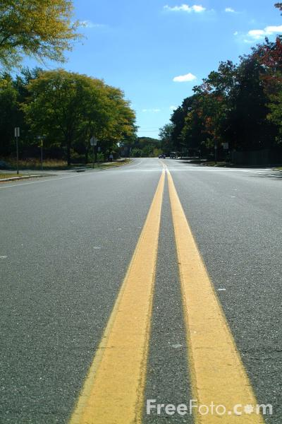 Picture of Single-carriageway Road, Lexington, Massachusetts - Free Pictures - FreeFoto.com