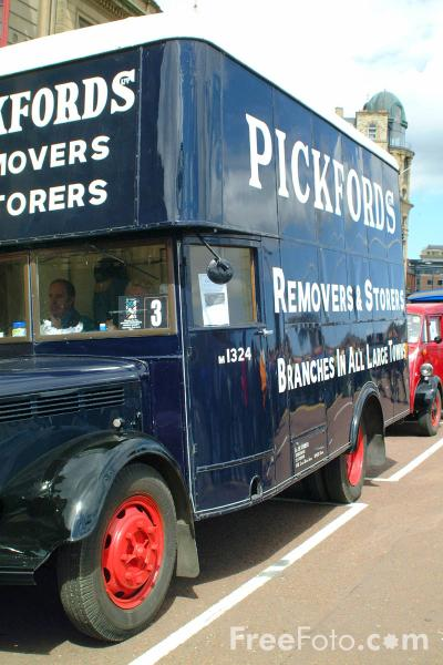 Picture of HNF716 Bedford MLZ Pantechnicon Pickfords Removals Van - Free Pictures - FreeFoto.com