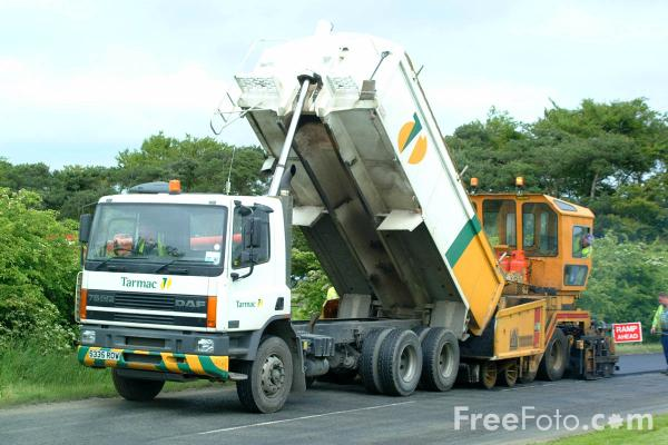 Picture of Asphalt laying machine - Free Pictures - FreeFoto.com