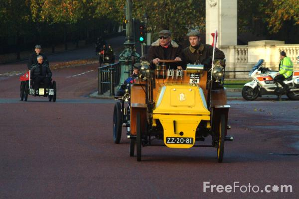Picture of 1898 Panhard et Levassor  ZZ 20 81  - London to Brighton Veteran Car Run - 2002 - Free Pictures - FreeFoto.com