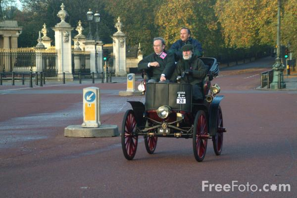 Picture of 1899 Sperry (Electric)  NI 3  - London to Brighton Veteran Car Run - 2002 - Free Pictures - FreeFoto.com