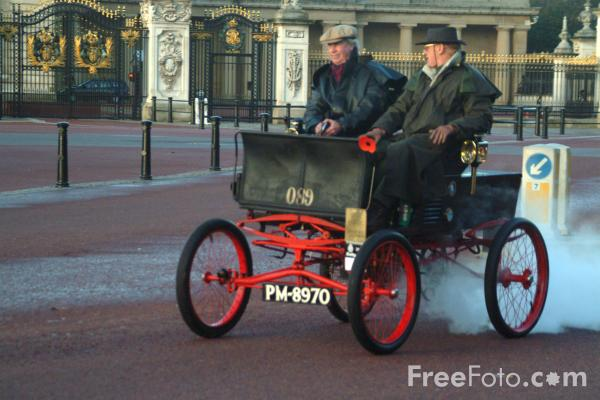 Picture of 1896 Whitney (steam)  PM 8970  - London to Brighton Veteran Car Run - 2002 - Free Pictures - FreeFoto.com