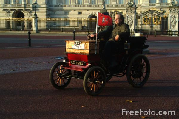 Picture of 1901 Stirling Panhard  CX 1539  - London to Brighton Veteran Car Run - 2002 - Free Pictures - FreeFoto.com