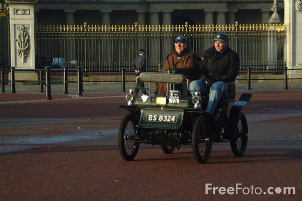 Picture of 1901 De Dion Bouton  BS 8324  - London to Brighton Veteran Car Run - 2002 - Free Pictures - FreeFoto.com