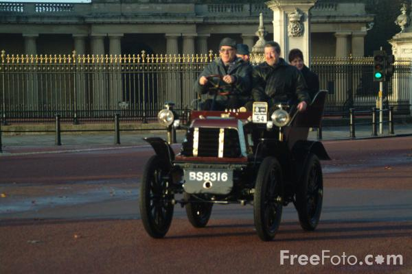 Picture of 1900 Daimler  BS 8316  - London to Brighton Veteran Car Run - 2002 - Free Pictures - FreeFoto.com