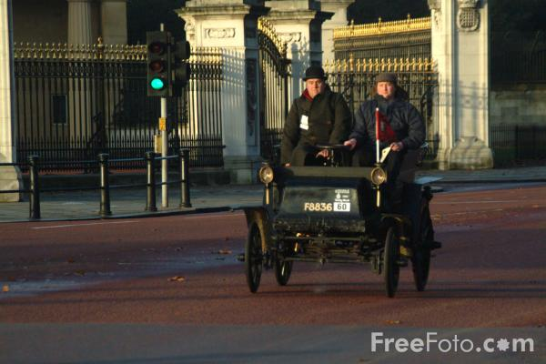 Picture of 1901 Stonebow  F 8836  - London to Brighton Veteran Car Run - 2002 - Free Pictures - FreeFoto.com