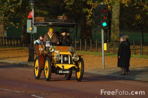 Picture of 1902 Panhard et Levassor  DS 6681  - London to Brighton Veteran Car Run - 2002 - Free Pictures - FreeFoto.com