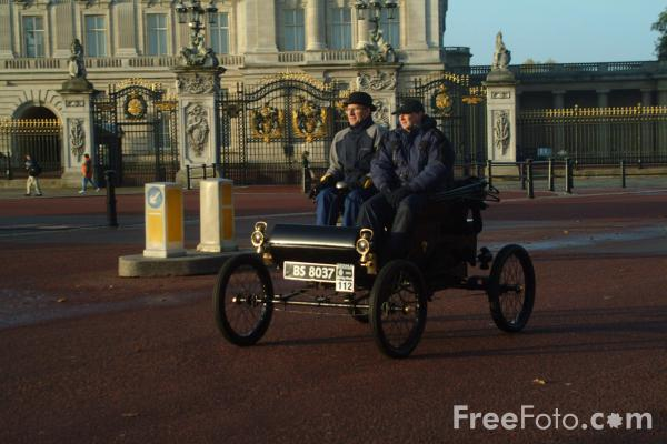 Picture of 1902 Oldsmobile  BS 8037  - London to Brighton Veteran Car Run - 2002 - Free Pictures - FreeFoto.com