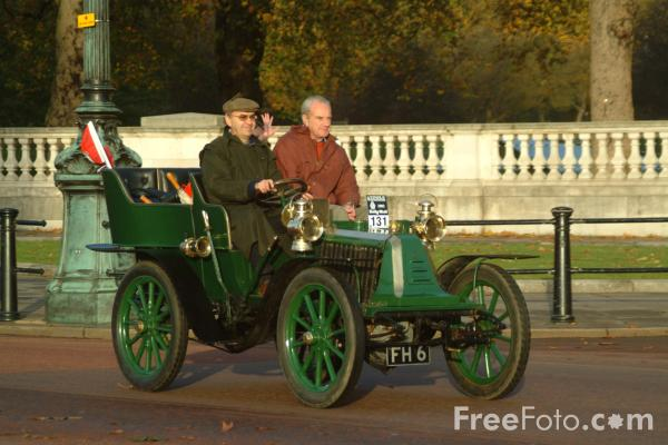 Picture of 1902 Renault  FH 6  - London to Brighton Veteran Car Run - 2002 - Free Pictures - FreeFoto.com