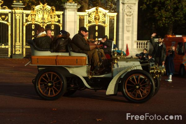 Picture of 1902 Panhard et Levassor  TNF 519  - London to Brighton Veteran Car Run - 2002 - Free Pictures - FreeFoto.com