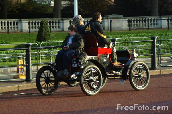 Picture of 1903 Oldsmobile  BS 8120  - London to Brighton Veteran Car Run - 2002 - Free Pictures - FreeFoto.com