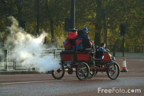 Picture of 1902 Puritan (steam)  BS 8107  - London to Brighton Veteran Car Run - 2002 - Free Pictures - FreeFoto.com