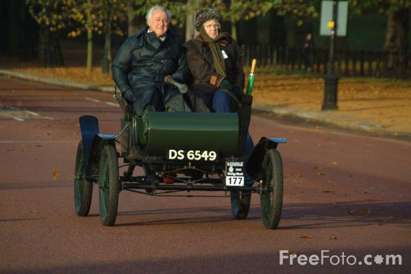 Picture of 1903 Oldsmobile  DS 6549  - London to Brighton Veteran Car Run - 2002 - Free Pictures - FreeFoto.com