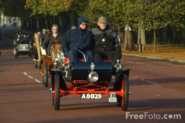 Picture of 1904 Oldsmobile  A8829  - London to Brighton Veteran Car Run - 2002 - Free Pictures - FreeFoto.com