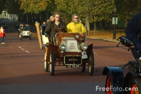 Picture of 1904 De Dion Bouton  LE 7419  - London to Brighton Veteran Car Run - 2002 - Free Pictures - FreeFoto.com