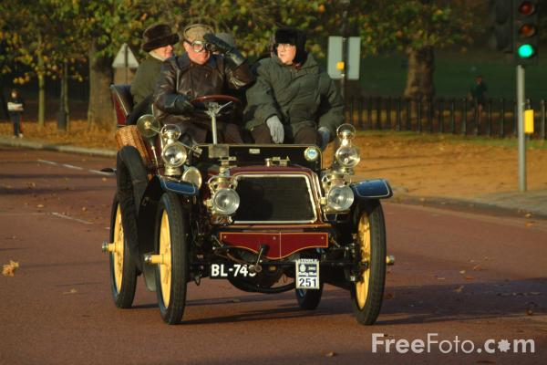 Picture of 1903 Panhard et Levassor  BL 749  - London to Brighton Veteran Car Run - 2002 - Free Pictures - FreeFoto.com