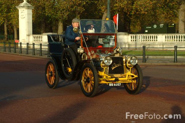 Picture of 1903 Clement  BS 8317  - London to Brighton Veteran Car Run - 2002 - Free Pictures - FreeFoto.com