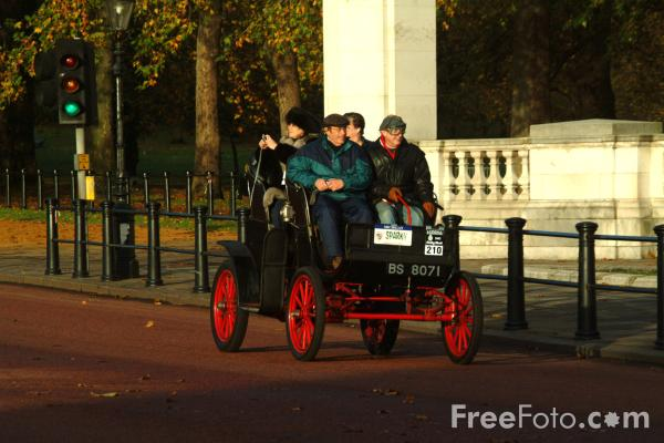 Picture of 1903 Waverley (Electric)  BS 8071  - London to Brighton Veteran Car Run - 2002 - Free Pictures - FreeFoto.com