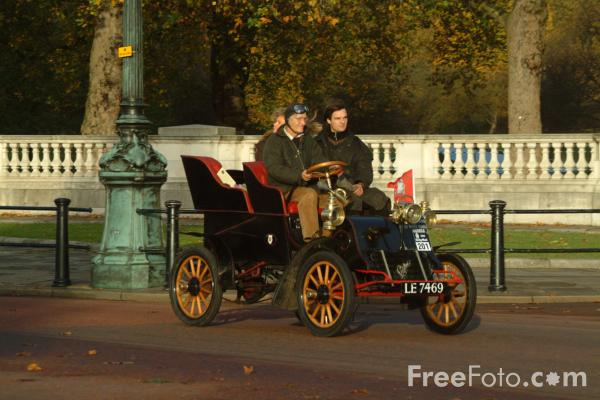 Picture of 1903 Cadillac  LE 7469  - London to Brighton Veteran Car Run - 2002 - Free Pictures - FreeFoto.com