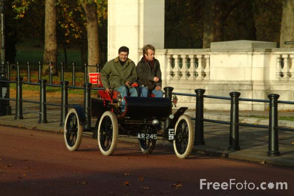 Picture of 1903 Oldsmobile  AR 245  - London to Brighton Veteran Car Run - 2002 - Free Pictures - FreeFoto.com