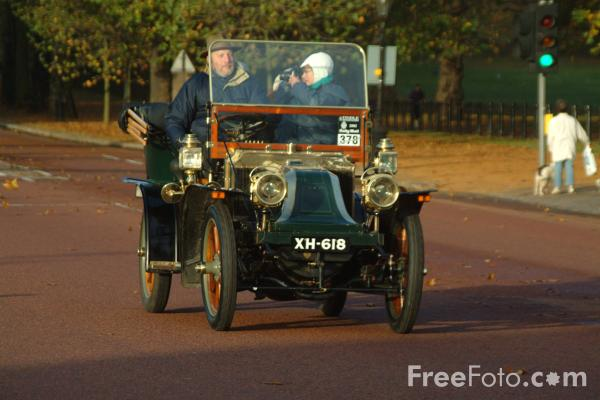 Picture of 1904 Renault  XH 618  - London to Brighton Veteran Car Run - 2002 - Free Pictures - FreeFoto.com