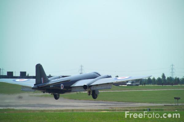 Picture of Canberra B2/B6 hybrid WK163 G-BVWC - Free Pictures - FreeFoto.com