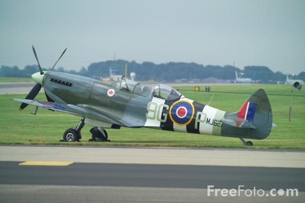 Picture of Supermarine Spitfire TR.IX  MJ627 - Free Pictures - FreeFoto.com