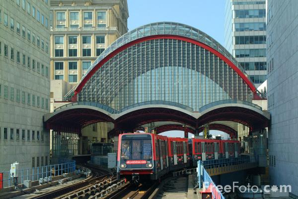 Picture of Canary Wharf, Docklands Light Railway - Free Pictures - FreeFoto.com