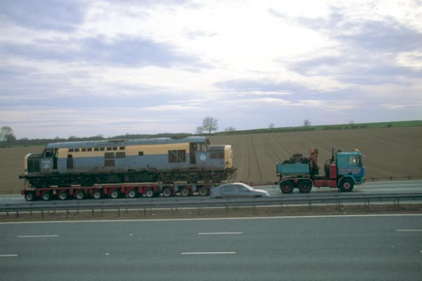 Picture of Class 37 en route to Stockton for scraping - Free Pictures - FreeFoto.com