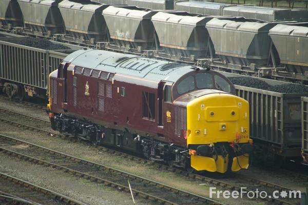 Picture of Royal Scotsman liveried Class 37 37416 at Thornaby - Free Pictures - FreeFoto.com