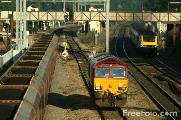 Picture of EWS Class 66, Didcot - Free Pictures - FreeFoto.com