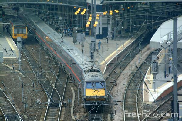 Picture of GNER 225 enters Newcastle station - Free Pictures - FreeFoto.com