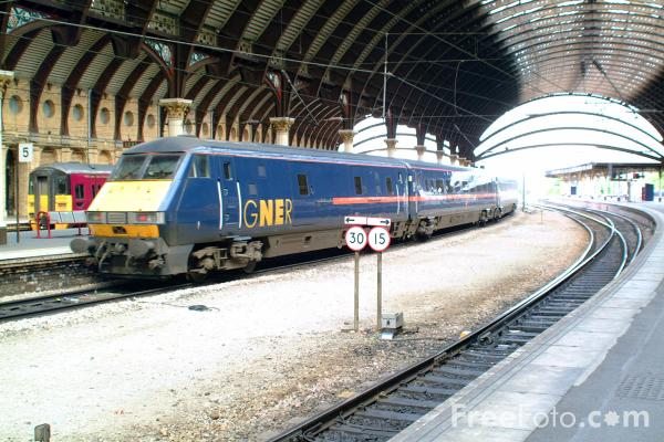 Picture of GNER 225 leaves York station - Free Pictures - FreeFoto.com