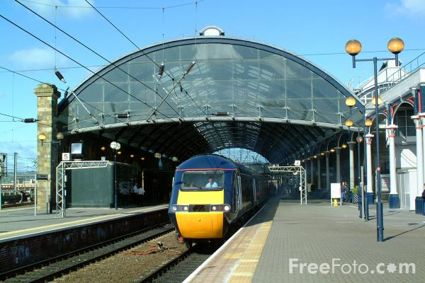 Picture of GNER HST enters Newcastle station - Free Pictures - FreeFoto.com