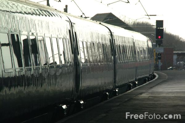 Picture of GNER 225 at Darlington - Free Pictures - FreeFoto.com