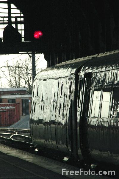 Picture of GNER 225 service at Darlington - Free Pictures - FreeFoto.com