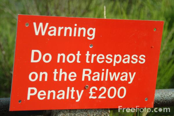 Picture of Warning Do Not Trespass - Free Pictures - FreeFoto.com