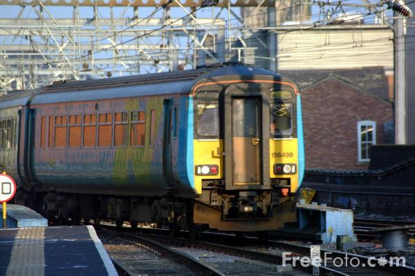 Picture of Arriva Trains Northern Class 156 498 at Leeds Station - Free Pictures - FreeFoto.com