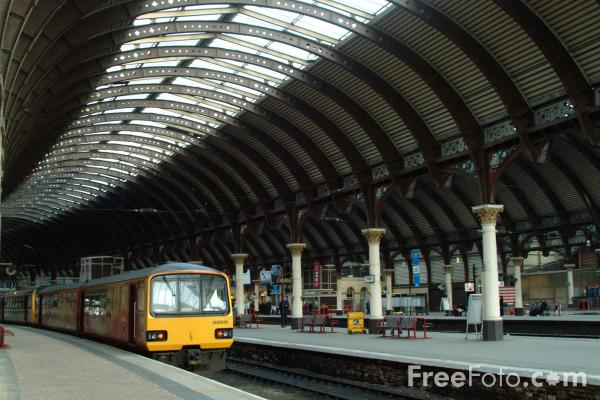 Picture of Arriva Trains Northern service at York Station - Free Pictures - FreeFoto.com