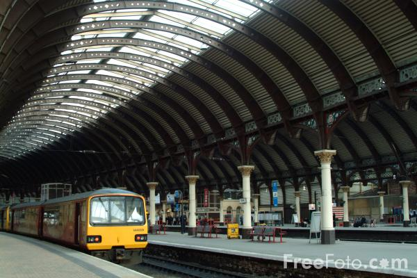 Picture of Arriva Train at York - Free Pictures - FreeFoto.com