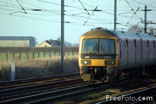 Picture of Class 325 014 Mail Train on the ECML near York - Free Pictures - FreeFoto.com