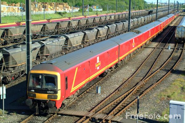 Picture of Class 325 1M78 14:40 Low Fell - London Mail Train - Free Pictures - FreeFoto.com