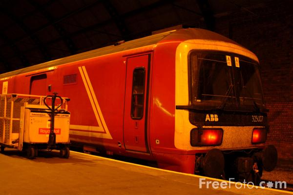 Picture of Class 325 Royal Mail Train stands in Darlington Station - Free Pictures - FreeFoto.com