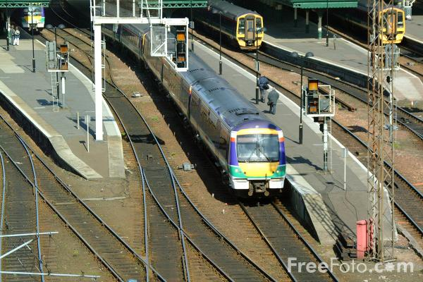 Picture of ScotRail Class 170 leaves Edinburgh Waverly station - Free Pictures - FreeFoto.com
