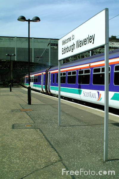 Picture of ScotRail Class 156 leaves Edinburgh Waverly station - Free Pictures - FreeFoto.com