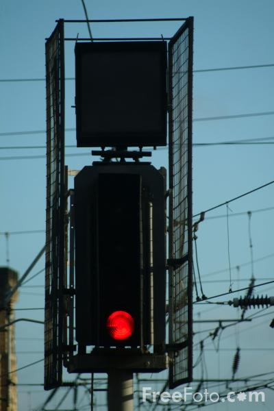Picture of Red Railway Signal - Free Pictures - FreeFoto.com